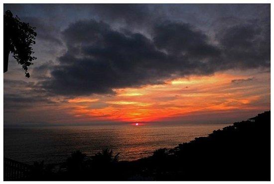Velas Vallarta Suite Resort : Sky Framing Sunset