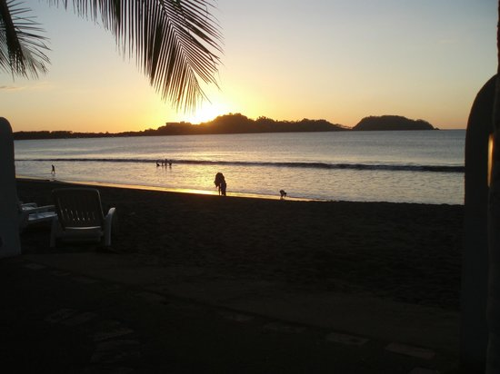 Bahia del Sol Beach Front Boutique Hotel: one of many sunsets