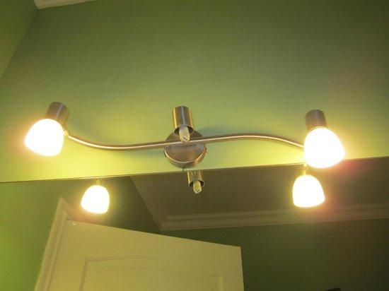 Sunrise Condos of Tamarindo : Missing light fixture