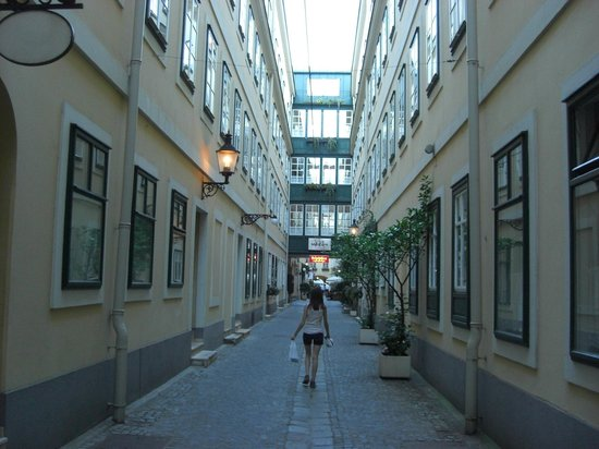 Mercure Grand Hotel Biedermeier Wien: Spectacular location!