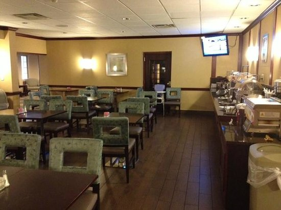 BEST WESTERN PLUS Lockport Hotel: Breakfast room