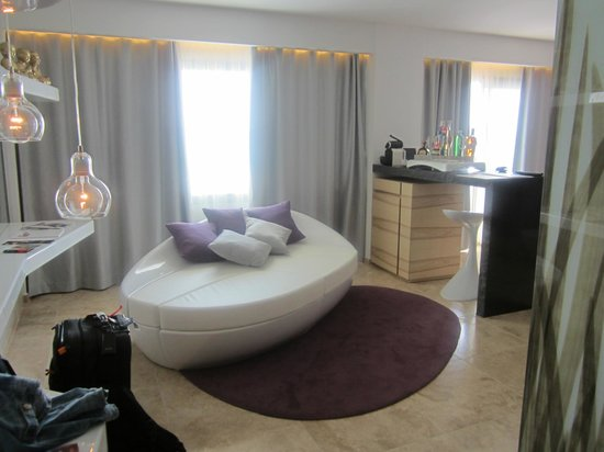 Ushuaia Ibiza Beach Hotel: Anything Can Happen Suite (Tower)