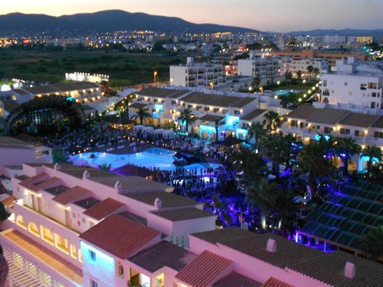 Ushuaia Ibiza Beach Hotel: View of the main pool from room