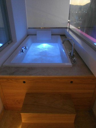 Ushuaia Ibiza Beach Hotel : Anything Can Happen Suite Jacuzzi (Tower)