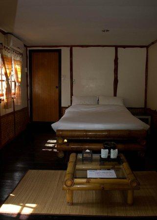 Baan Rim Nam: Bedroom