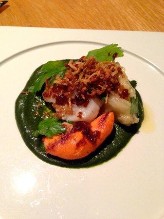 Fiskekompaniet: Scallop with pureed seaweed