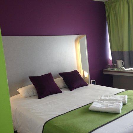 Kyriad Carcassonne Ouest - La Cite: jolies couleurs de ma chambre