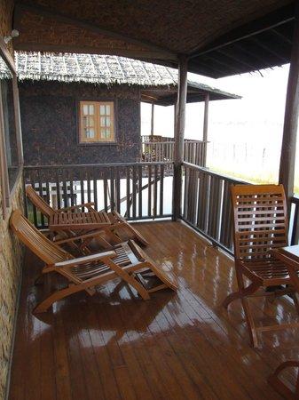 Golden Island Cottages - Nampan : bungalow's terrace