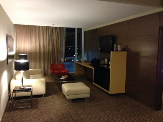 Le Meridien Panama: Living room/office suite