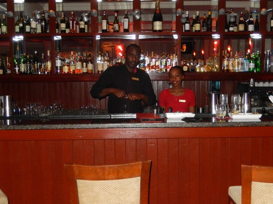 Fairmont The Norfolk: Great Bar and Service