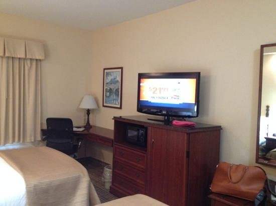 Quality Inn Palm Bay: TV, microwave, frig and work station
