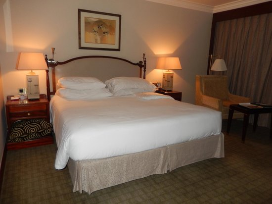 Fairmont The Norfolk: Well Furnished Bedroom
