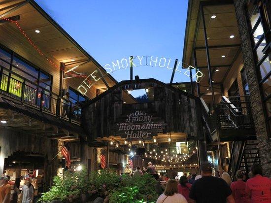 Ole Smoky Tennessee Moonshine : Outside