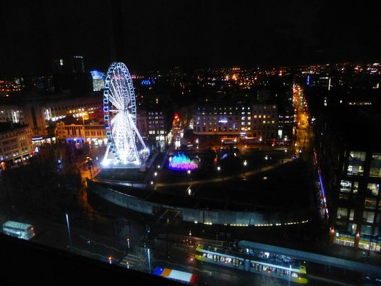 Mercure Manchester Piccadilly Hotel: Nightime view from room