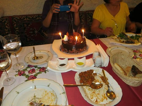 Gamirasu Cave Hotel : Surprise Birthday Cake