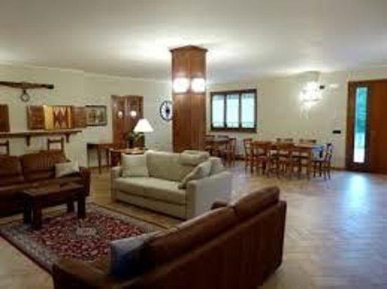 Cerqua Rosara Residence: patio