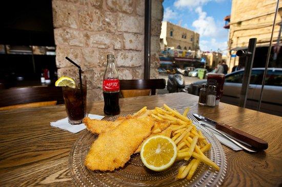 Urbano : Schnitzel with fries