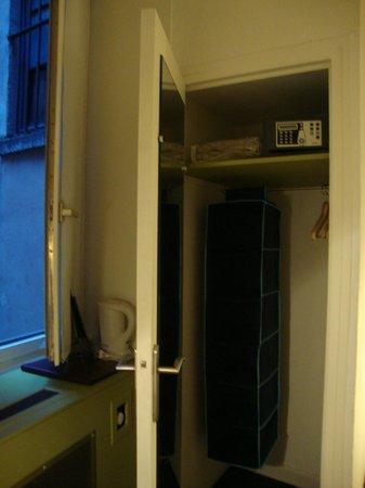 Hotel Saint-Pierre des Terreaux : armário