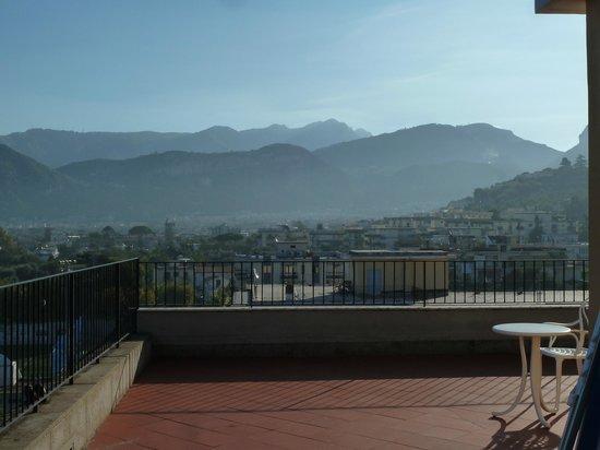 Grand Hotel De La Ville Sorrento: other direction from deck