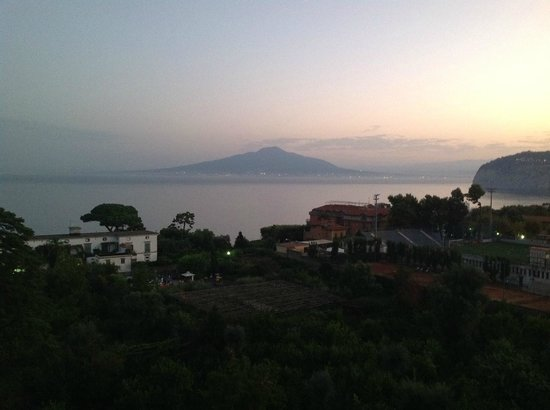 Grand Hotel De La Ville Sorrento: View of Pompeii from deck
