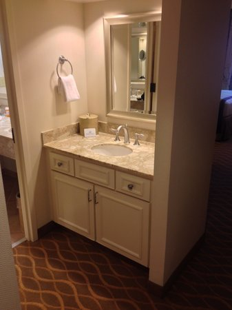 Gaylord Opryland Resort & Convention Center: Second Sink / Vanity