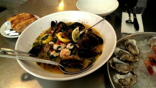 Anchor Oyster Bar & Seafood Market : Steamed black mussels