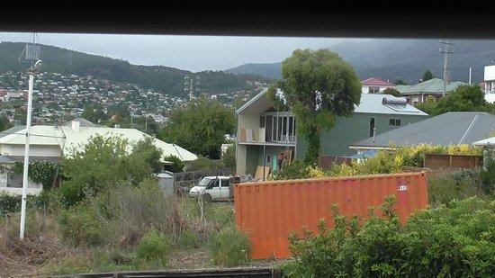 Waterfront Lodge Motel : overlooking block next door