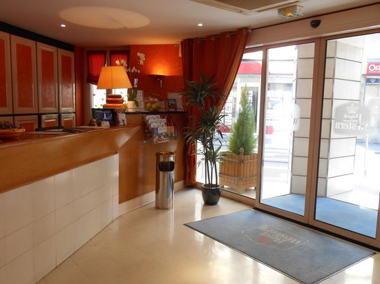 BEST WESTERN Bretagne Montparnasse : reception desk