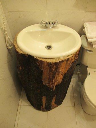 Hotel El Barranco: Rustic sink