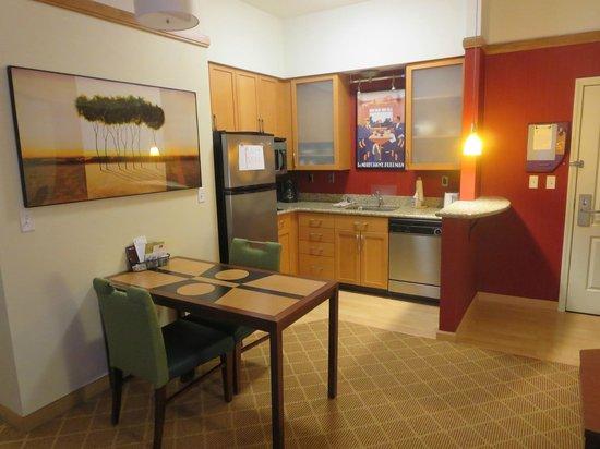 Residence Inn Providence Coventry: Room Kitchen