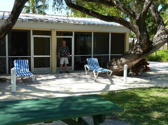 Islander Resort: Screened in porch