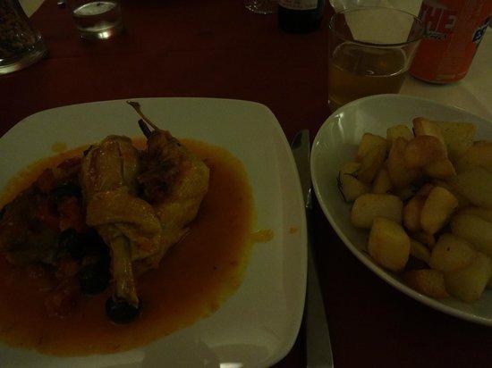 Hotel Casolare le Terre Rosse: Jantar no restaurante do hotel