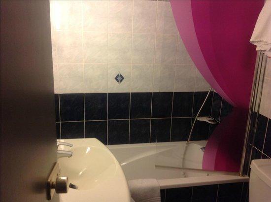 Ibis Styles Paris Pigalle Montmartre: Bathroom