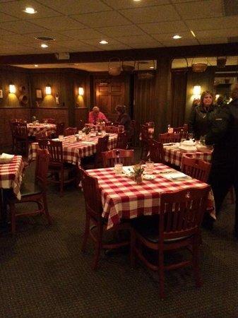 Roepke's Village Inn: Dining Room