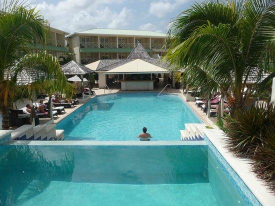 blu St Lucia : photo prise du haut de la 2eme piscine
