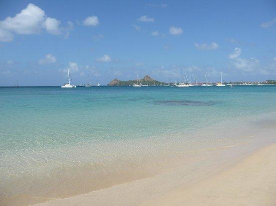 blu St Lucia : plage de réduit beach avec au fond