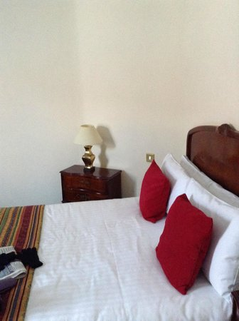 The Admiral Rodney Hotel, Eatery & Coffee House: The bed
