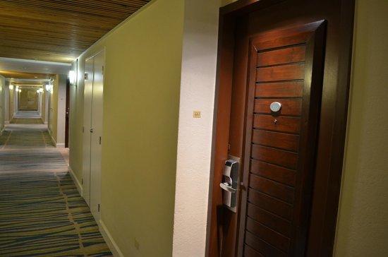 Hilton Aruba Caribbean Resort & Casino : Pasillo (frio..)