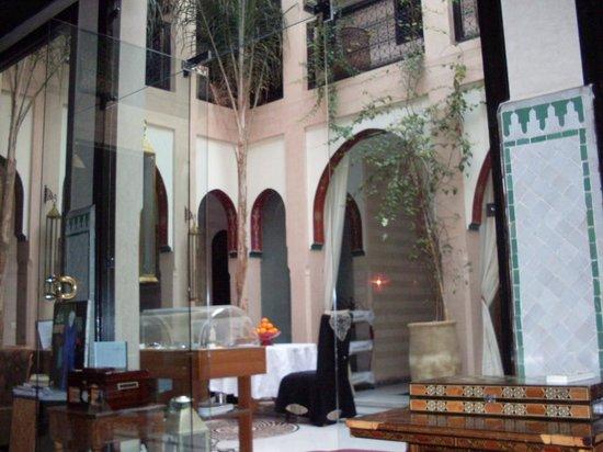 Riad Dar Anika : Courtyard area