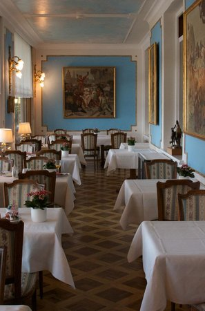 Hotel Victoria: One of the dining areas