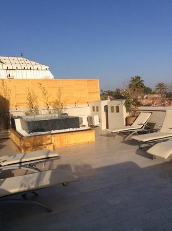Riad Tahili & Spa : roof deck with jacuzzi