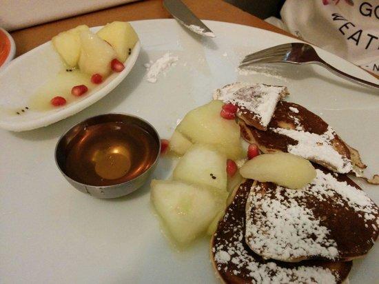 In Situ : Tortitas con ensalada de frutas y miel