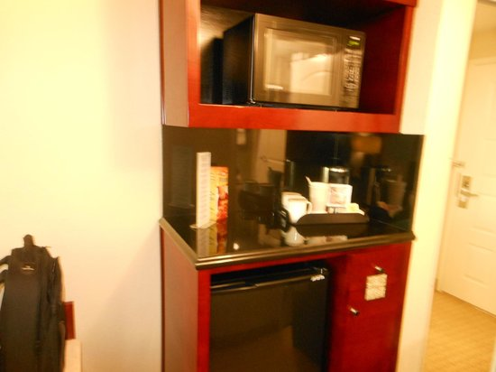 Radisson Hotel Orlando - Lake Buena Vista: Microwave and Coffe-maker