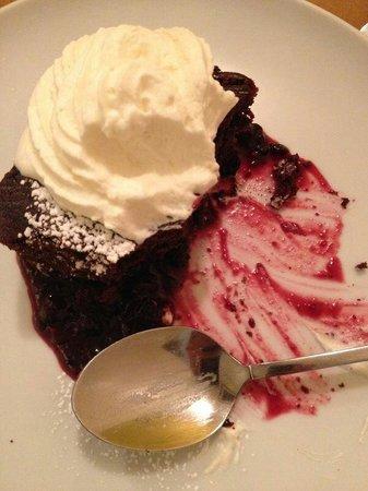 In Situ : Brownie con nata y arándanos