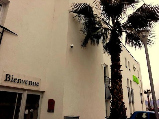 B&B Hotel Cannes La Bocca Plage : Entrée de l'hotel
