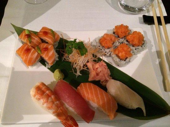 Qi Sushi Lovers: Mix 12 pezzi