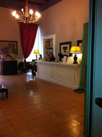 Decumani Hotel de Charme: Frederica at front desk