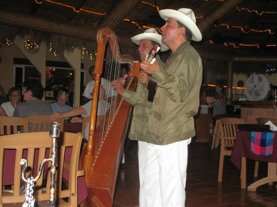 Casa Isabel: Live music every night at the fabulous restaurant