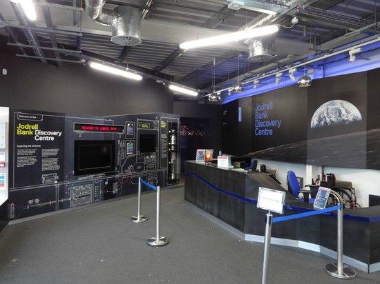 Jodrell Bank Discovery Centre: Planet Pavilion - entrance area