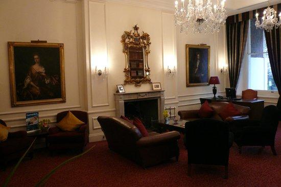 Thistle Hyde Park: Foyer